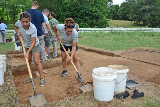 MTSU students discover plenty of history at first Archaeological Field School | MTSU Archaeological Field School, classes, Murfreesboro news, Rutherford County, WGNS, WGNS News