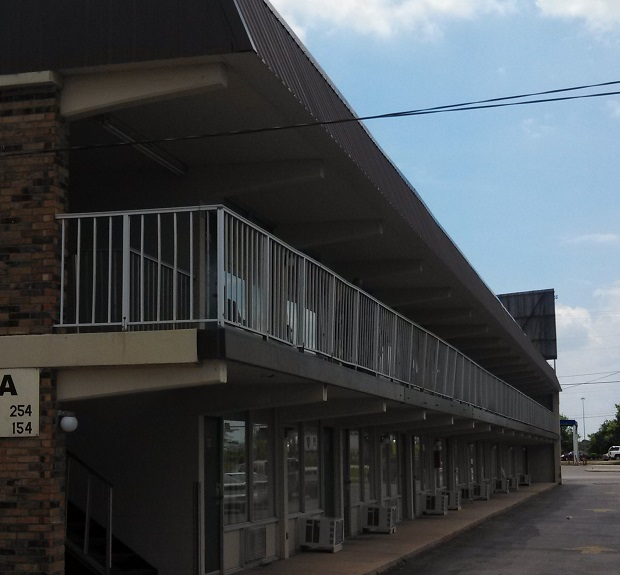 Welcome to your motel room, enjoy sharing it with a stranger! | motel, Murfreesboro motel, Murfreesboro motels, Regal Inn, Murfreesboro news, unwanted guest