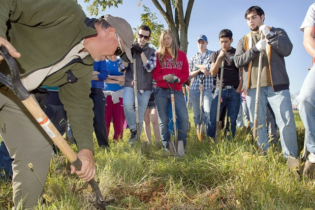 Will you volunteer on Saturday? It is a tree planting event! | MTSU, MTSU news, volunteer, Murfreesboro news, Murfreesboro, TN, Murfreesboro newspaper