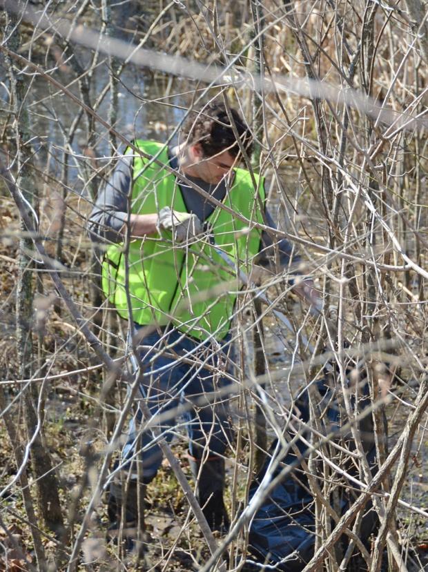 MTSU Students helping during Spring Break, not partying | MTSU news, Sinking Creek, creek