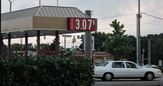 Gras Drops More...$3.07 in 'Boro! | gas prices; drop more; $3.07 at some Murfreesboro discounters; WGNS
