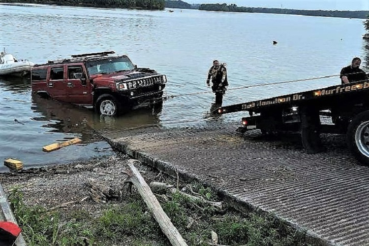 RCFR Special Ops Pulls SUV From Lake