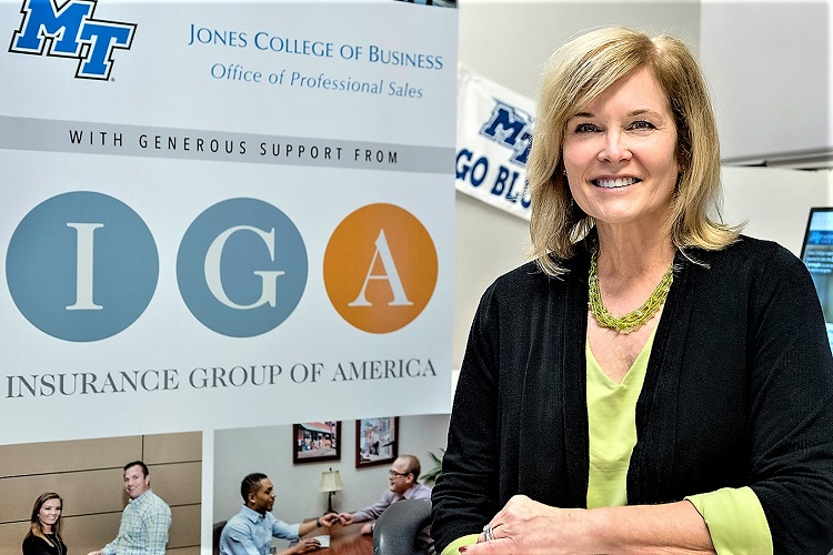 Insurance Group Helps MTSU Students Studying SALES!