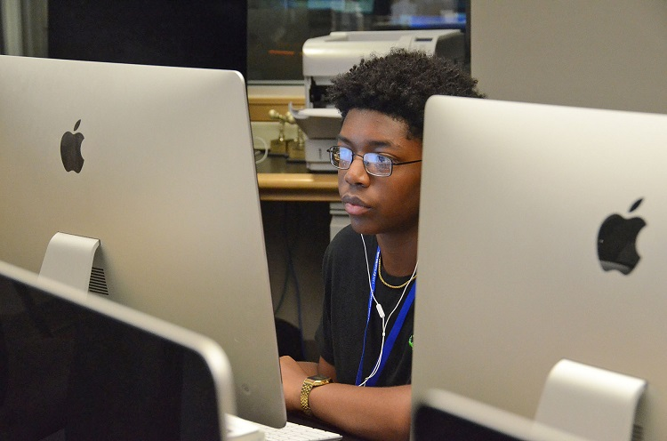 High schoolers ponder multimedia careers at MTSU Innovation J-Camp
