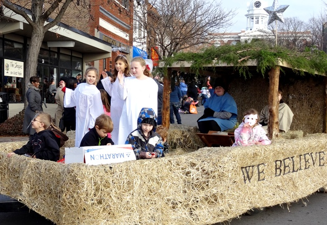 Record Turnout For Murfreesboro Christmas Parade