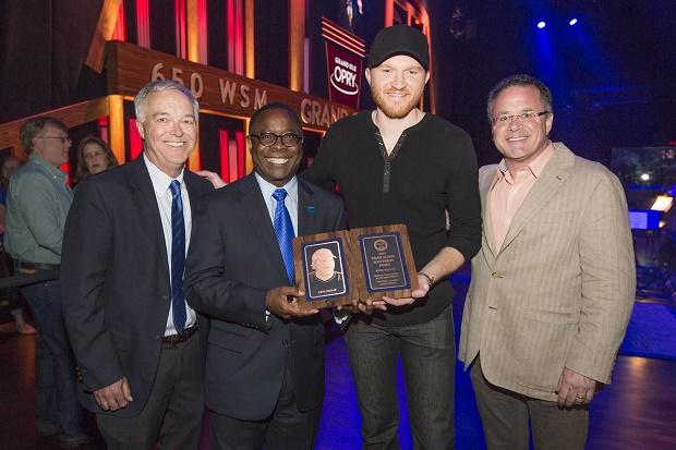 Country music star Eric Paslay presented MTSU alumni award at Opry