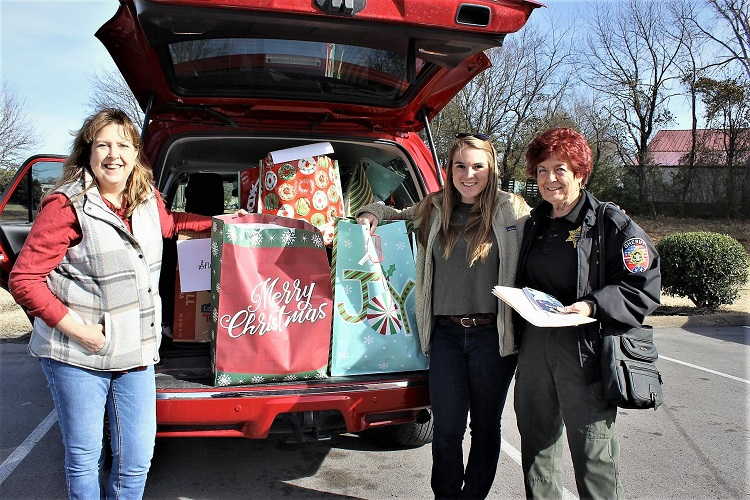 Volunteers from the Rutherford County Sheriffs Office's SCAN (Senior Citizen Awareness Network) is stopping at client's homes and providing holiday sunshine on cloudy and cold days.
