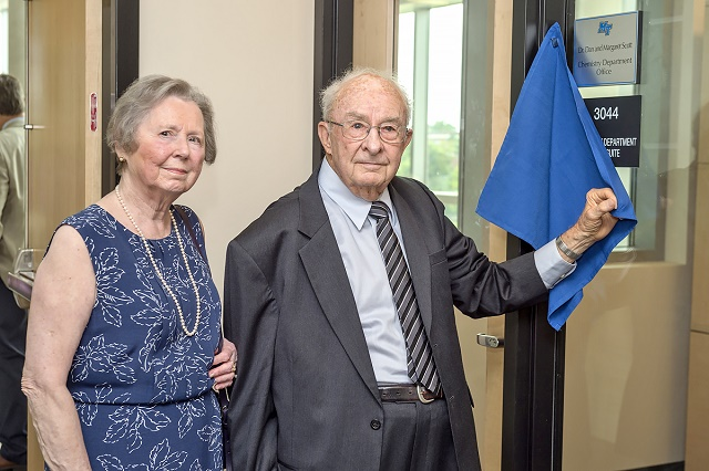 MTSU recognizes couple for devotion to chemistry department, university