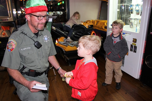 Toot's and RCSO Help Less Fortunate Youngsters | Toot's, RCSO, Wade Hays, Jimmy Cassidy, Christmas, WGNS