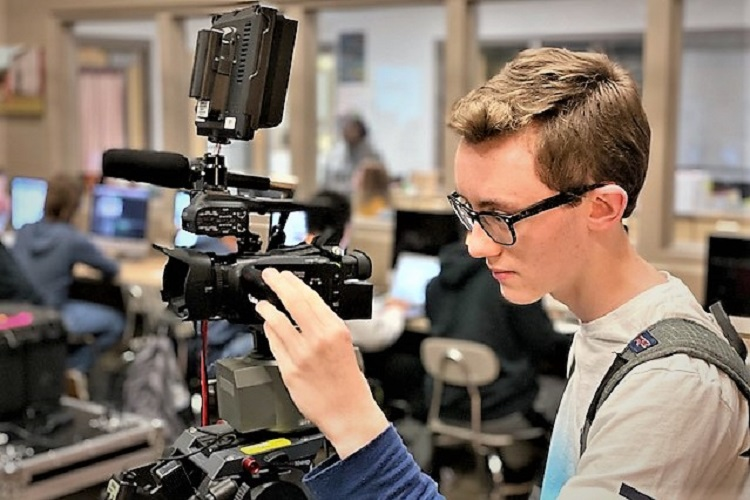 A team of 22 students from Stewarts Creek High School's (SCHS) video production program will video record Smyrna's 45th annual Christmas parade at 2:00PM this Sunday (12/1/2019) afternoon. It will be run several times on Town of Smyrna cable channel 3.