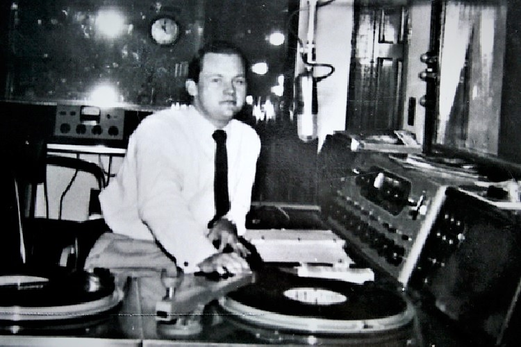 As the New Year of 1947 approached, rural Rutherford County with a population around 8,000 persons, was taking a leap into technology. Radio was now in Murfreesboro with WGNS!