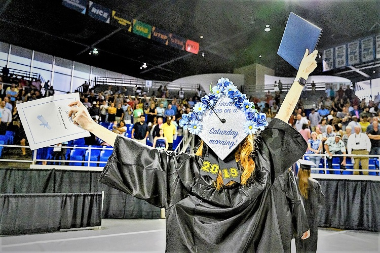 MTSU Created 817 New True Blue Alumni On Saturday