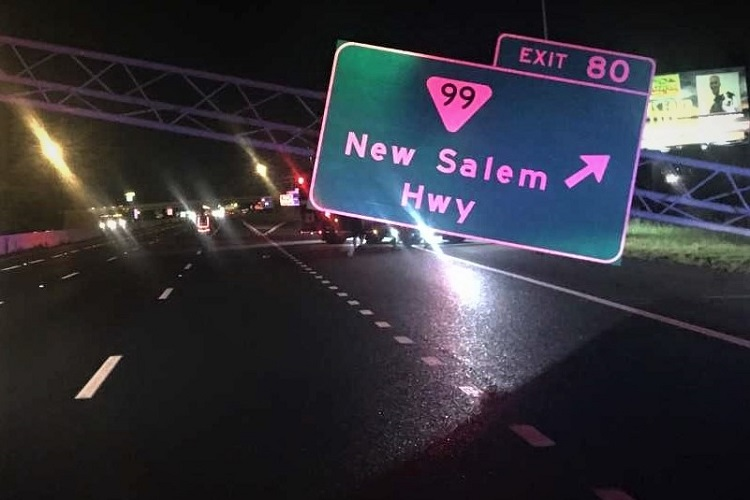 Truck Hits Exit 80 Exit Sign and Closes I-24 East | I-24 closed, Thursday night, exit 80, trailer truck hits sign, Murfreesboro, WGNS